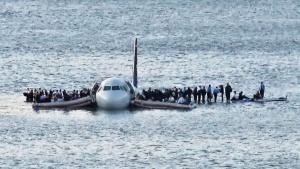 救助を待つ乗客たち